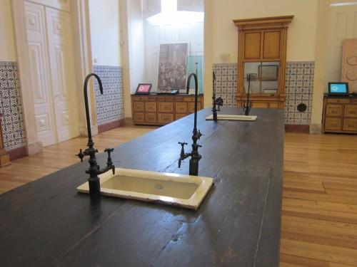 na imagem vê-se o interior do Museu da Ciência da Universidade de Coimbra